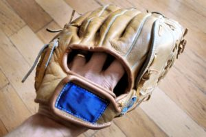 Glove with no index finger out